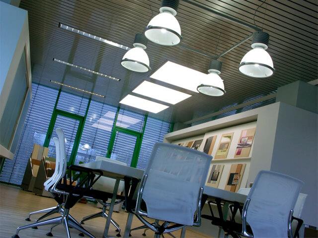 potolok-v-ofise-krasivye-foto потолок в офисе - 16 1 - 20 красивых решений отделки потолка для офиса