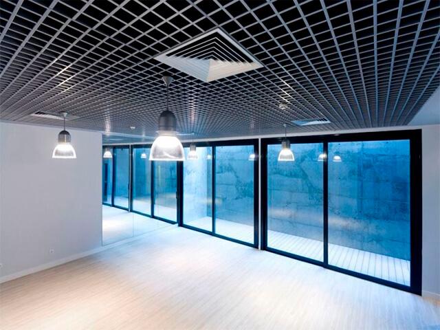 potolok-v-ofise-krasivye-foto потолок в офисе - 21 1 - 20 красивых решений отделки потолка для офиса