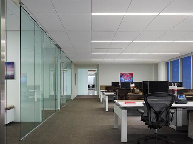 potolok-v-ofise-krasivye-foto потолок в офисе - 7 2 - 20 красивых решений отделки потолка для офиса