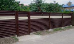 забор - 11 1 240x144 - Черный металл или оцинкованная сталь с полимерным покрытием: какой забор выбрать?