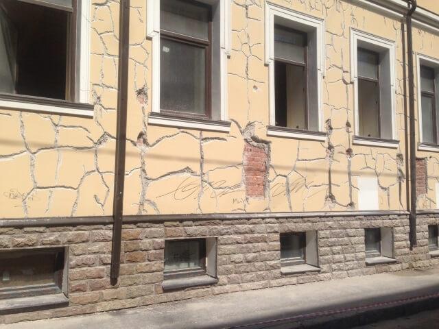 razrywenie-fasadov разрушение фасада - 5  D0 BF D1 80 D0 B8 D1 87 D0 B8 D0 BD5 - 5 причин разрушения фасада: почему это происходит и как с этим бороться