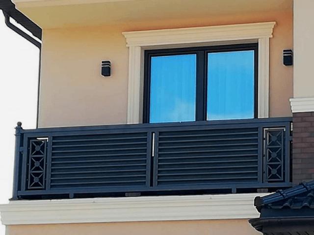 jgragdenie balkonov i terrass